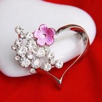 Брошь со стразами и цветком «Сердечко»